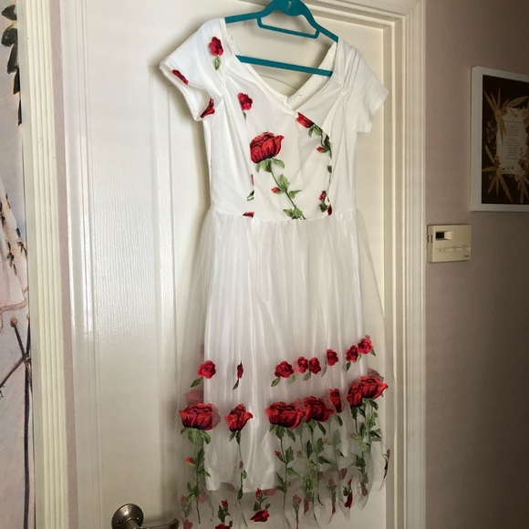 30d215f646ea Retro-Stage Dresses | Unique Vintage Style Red Rose White Dress Nwot ...